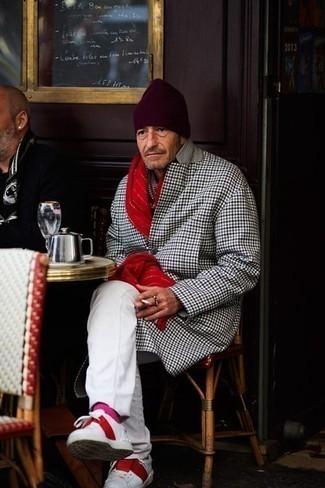 Ярко-розовые носки: с чем носить и как сочетать мужчине: Если этот день тебе предстоит провести в движении, сочетание разноцветного длинного пальто в клетку и ярко-розовых носков позволит создать функциональный образ в стиле кэжуал. Не прочь добавить в этот ансамбль толику элегантности? Тогда в качестве дополнения к этому ансамблю, выбирай бело-красные кожаные низкие кеды.