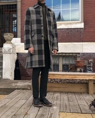 Мужские луки в холод: Если ты из той когорты парней, которые разбираются в моде, тебе подойдет сочетание серого длинного пальто в шотландскую клетку и черных брюк чинос. Хотел бы сделать лук немного строже? Тогда в качестве обуви к этому ансамблю, выбирай черные кожаные туфли дерби.