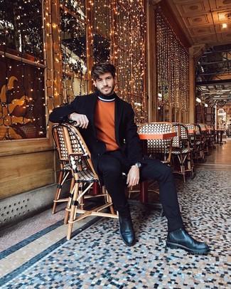 Как и с чем носить: черное длинное пальто, оранжевая водолазка, черные джинсы, черные кожаные ботинки челси
