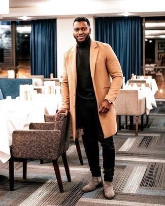 Мода для 30-летних мужчин: Если ты принадлежишь к той редкой группе молодых людей, ориентирующихся в трендах, тебе придется по вкусу дуэт табачного длинного пальто и черных джинсов. Если ты не боишься сочетать в своих образах разные стили, из обуви можешь надеть коричневые замшевые ботинки челси.