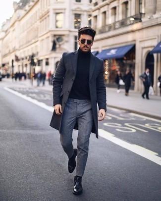 Черные кожаные ботинки дезерты: с чем носить и как сочетать: Сочетание темно-серого длинного пальто и серых классических брюк позволит создать эффектный мужской лук. Любишь незаурядные сочетания? Тогда заверши свой ансамбль черными кожаными ботинками дезертами.