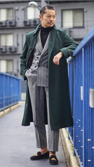 Как и с чем носить: темно-зеленое длинное пальто, серый двубортный пиджак в вертикальную полоску, черная водолазка, серые классические брюки в вертикальную полоску