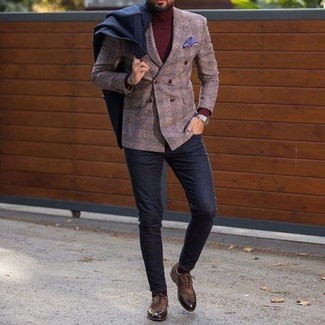 Как и с чем носить: черное длинное пальто, коричневый шерстяной двубортный пиджак в клетку, темно-красная водолазка, черные шерстяные брюки чинос
