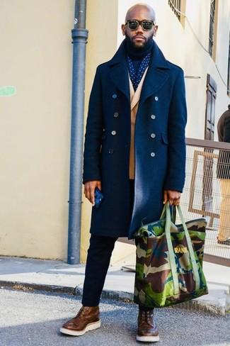 Как и с чем носить: темно-синее длинное пальто, светло-коричневый двубортный пиджак, темно-синяя водолазка, черные брюки чинос