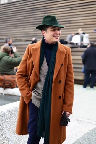 Как и с чем носить: табачное длинное пальто, коричневый двубортный пиджак в шотландскую клетку, темно-синяя водолазка, красно-белая рубашка с длинным рукавом в мелкую клетку