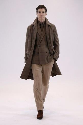 Как и с чем носить: коричневое длинное пальто в клетку, коричневый шерстяной двубортный пиджак в клетку, коричневая классическая рубашка, светло-коричневые шерстяные классические брюки