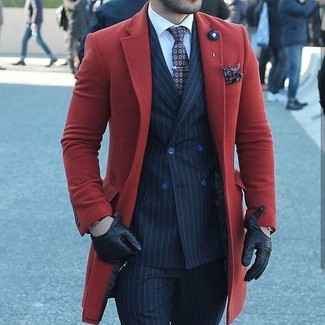 Как и с чем носить: красное длинное пальто, темно-синий двубортный пиджак в вертикальную полоску, белая классическая рубашка, темно-синие классические брюки в вертикальную полоску