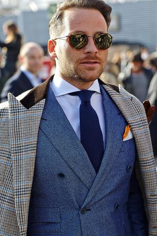 """Как и с чем носить: коричневое длинное пальто с рисунком """"гусиные лапки"""", синий двубортный пиджак, белая классическая рубашка, темно-синий галстук"""
