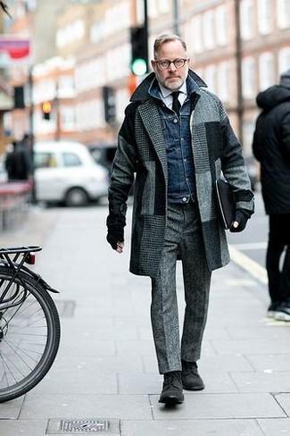 Как и с чем носить: серое длинное пальто в клетку, темно-синяя джинсовая куртка, белая классическая рубашка, серые шерстяные классические брюки