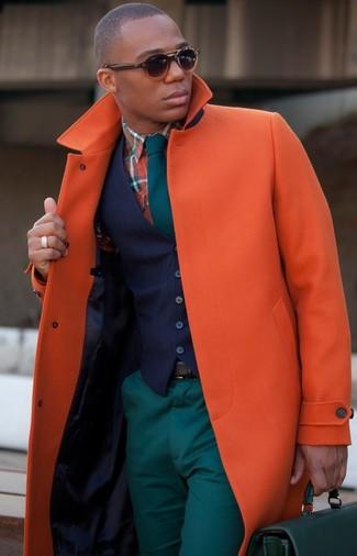 Как и с чем носить: оранжевое длинное пальто, темно-синий жилет, оранжевая рубашка с длинным рукавом в шотландскую клетку, темно-бирюзовые брюки чинос