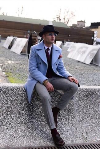 Как и с чем носить: голубое длинное пальто, темно-коричневый кардиган, белая классическая рубашка, серые классические брюки