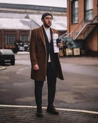 Белая водолазка: с чем носить и как сочетать мужчине: Если ты принадлежишь к той редкой категории джентльменов, способных неплохо ориентироваться в одежде, тебе подойдет ансамбль из белой водолазки и коричневого длинного пальто. Не прочь поэкспериментировать? Дополни образ темно-коричневыми кожаными повседневными ботинками.