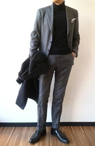 С чем носить черные кожаные монки: Для воплощения строгого мужского вечернего образа чудесно подойдет черное длинное пальто и серый костюм. Ну и почему бы не разнообразить лук с помощью черных кожаных монок?