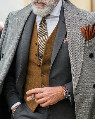 """Как и с чем носить: серое длинное пальто с узором """"в ёлочку"""", темно-серый костюм, коричневый шерстяной жилет, белая классическая рубашка"""