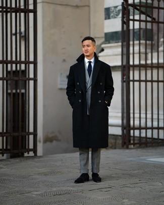 С чем носить золотые часы мужчине: Черное длинное пальто и золотые часы — стильный выбор мужчин, которые постоянно в движении. Если тебе нравится смешивать в своих ансамблях разные стили, на ноги можно надеть черные замшевые монки с двумя ремешками.
