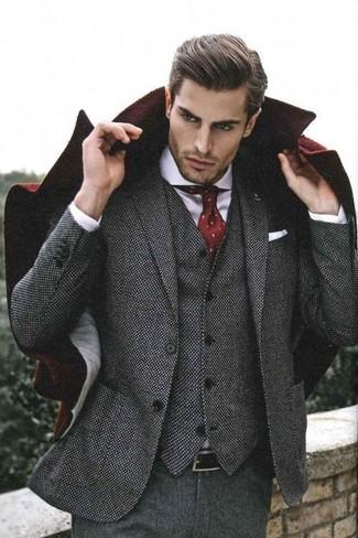 b69c34f7d5f1 Модный лук: темно-красное длинное пальто, серый шерстяной костюм ...