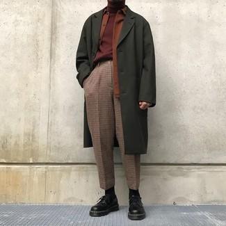 Как и с чем носить: оливковое длинное пальто, табачная куртка-рубашка, темно-красная водолазка, коричневые классические брюки в клетку