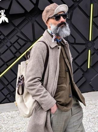 Как и с чем носить: бежевое длинное пальто, коричневая куртка-рубашка, синяя джинсовая рубашка, серые классические брюки в шотландскую клетку