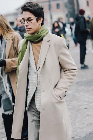 Как и с чем носить: бежевое длинное пальто, серый пиджак в мелкую клетку, светло-коричневая водолазка, серые шерстяные классические брюки