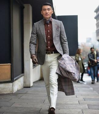 Как и с чем носить: серое длинное пальто в шотландскую клетку, серый шерстяной пиджак, коричневая джинсовая рубашка, белые классические брюки