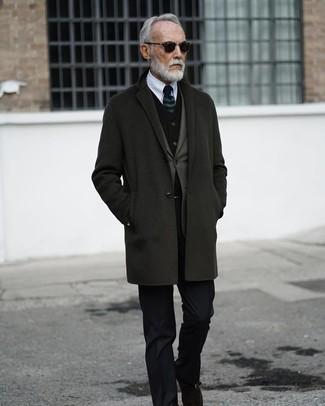 Как и с чем носить: темно-серое длинное пальто, оливковый пиджак, черный бархатный жилет, белая классическая рубашка