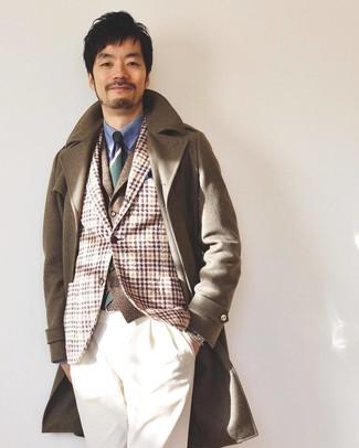 Как и с чем носить: коричневое длинное пальто, светло-коричневый шерстяной пиджак в шотландскую клетку, коричневый шерстяной жилет, синяя классическая рубашка