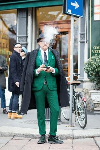 Как и с чем носить: темно-серое длинное пальто, темно-зеленый пиджак, белая классическая рубашка, темно-зеленые классические брюки