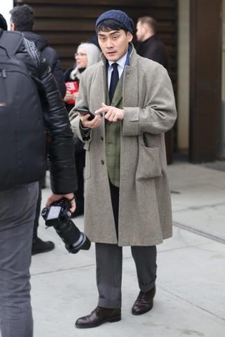 Как и с чем носить: серое длинное пальто, оливковый пиджак в шотландскую клетку, белая классическая рубашка, серые классические брюки