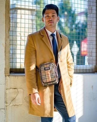 Модный лук: светло-коричневое длинное пальто, табачный вельветовый пиджак, белая классическая рубашка, темно-синие классические брюки
