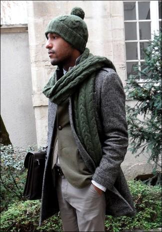 """Как и с чем носить: серое длинное пальто с узором """"в ёлочку"""", оливковый пиджак, белая рубашка с длинным рукавом в клетку, серые брюки чинос"""