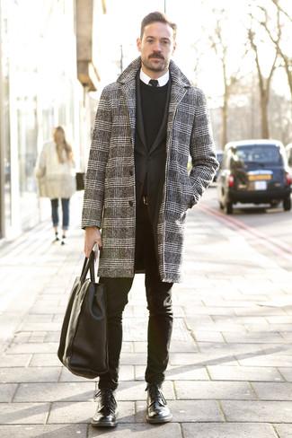 """Как и с чем носить: черно-белое длинное пальто с узором """"гусиные лапки"""", черный пиджак, черный свитер с круглым вырезом, белая классическая рубашка"""