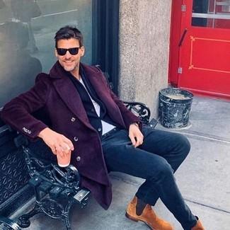Как и с чем носить: темно-пурпурное длинное пальто, темно-синий шерстяной пиджак, белая футболка с круглым вырезом, темно-синие брюки чинос