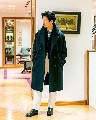 С чем носить темно-зеленый пиджак мужчине: Если ты из той когорты джентльменов, которые любят выглядеть с иголочки, тебе подойдет лук из темно-зеленого пиджака и белых брюк чинос. Хотел бы добавить в этот образ толику нарядности? Тогда в качестве дополнения к этому образу, выбирай темно-зеленые кожаные лоферы.