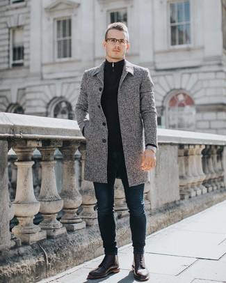 Как и с чем носить: серое длинное пальто, темно-синий свитер с воротником на молнии, темно-синие зауженные джинсы, темно-красные кожаные ботинки броги