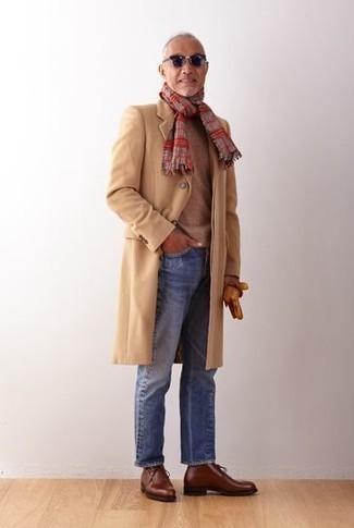 Табачные кожаные перчатки: с чем носить и как сочетать мужчине: Если у тебя запланирован сумасшедший день, сочетание светло-коричневого длинного пальто и табачных кожаных перчаток позволит создать функциональный ансамбль в повседневном стиле. Думаешь добавить в этот образ немного строгости? Тогда в качестве обуви к этому луку, выбирай коричневые кожаные ботинки дезерты.