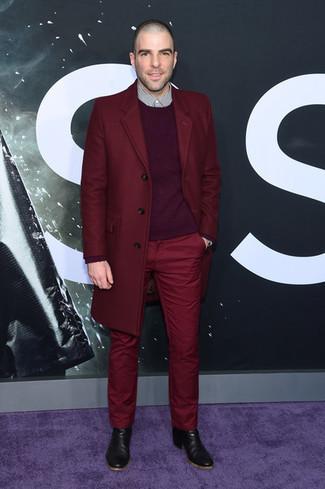 Как и с чем носить: темно-красное длинное пальто, темно-пурпурный свитер с круглым вырезом, бело-черная рубашка с длинным рукавом в мелкую клетку, темно-красные брюки чинос