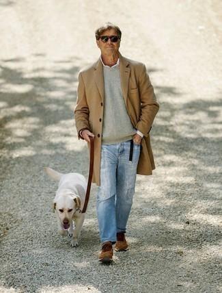 Ремень: с чем носить и как сочетать мужчине: Светло-коричневое длинное пальто и ремень — классный вариант для молодых людей, которые никогда не сидят на месте. Нравится рисковать? Тогда закончи ансамбль коричневыми кроссовками.
