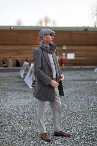 Как и с чем носить: темно-серое длинное пальто в клетку, серый трикотажный жилет в шотландскую клетку, белая рубашка с длинным рукавом, серые шерстяные классические брюки
