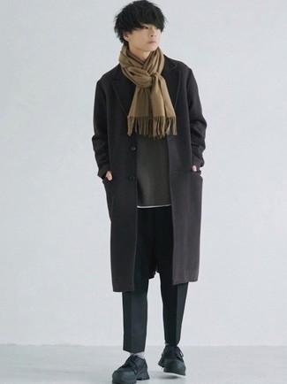 Мода для подростков парней: Если не знаешь, в чем пойти на свидание, черное длинное пальто и черные брюки чинос — беспроигрышный вариант. Тебе нравятся дерзкие сочетания? Закончи свой лук черными кроссовками.