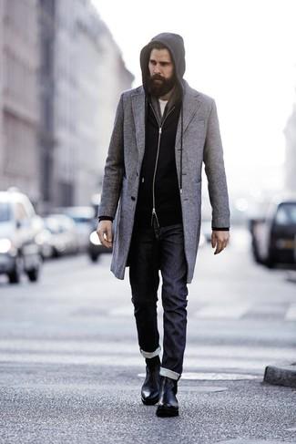длинное пальто в паре с черными джинсами — нескучный вариант для работы в офисе. Черные кожаные ботинки челси добавят элемент классики в твой образ.