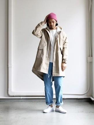 Белый худи: с чем носить и как сочетать мужчине: Белый худи и голубые джинсы — обязательные вещи в гардеробе джентльменов с отличным чувством стиля. Думаешь сделать ансамбль немного элегантнее? Тогда в качестве дополнения к этому луку, обрати внимание на белые кожаные слипоны.