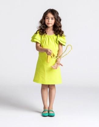 Как и с чем носить: желтое платье, зеленые балетки