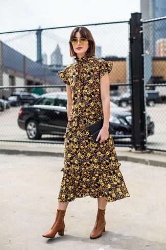 Черный кожаный клатч: с чем носить и как сочетать: Если ты делаешь ставку на удобство и практичность, желтое платье-миди с цветочным принтом и черный кожаный клатч — хороший выбор для расслабленного повседневного образа. Коричневые кожаные ботильоны — идеальный выбор, чтобы закончить ансамбль.