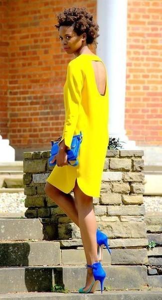Синяя сумка с желтым платьем