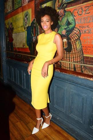 Как и с чем носить: желтое платье-футляр, белые кожаные туфли