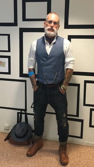 Как и с чем носить: темно-синий жилет, белая классическая рубашка, темно-синие рваные зауженные джинсы, коричневые кожаные повседневные ботинки