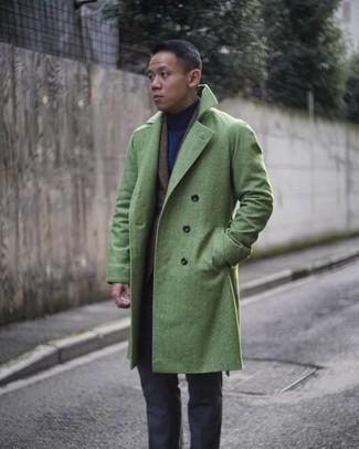 Как и с чем носить: зеленое длинное пальто, темно-коричневый шерстяной пиджак в шотландскую клетку, темно-синяя водолазка, темно-серые классические брюки
