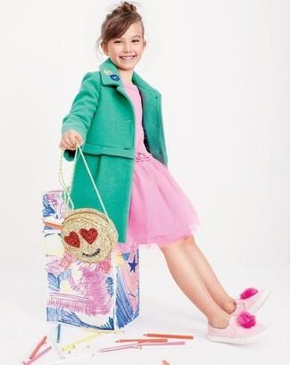 Как и с чем носить: зеленое пальто, розовое платье из фатина, розовые кеды, золотая сумка