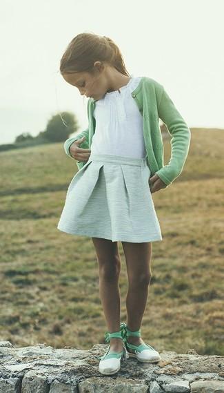 Как и с чем носить: зеленый кардиган, белая футболка, мятная юбка, мятные балетки