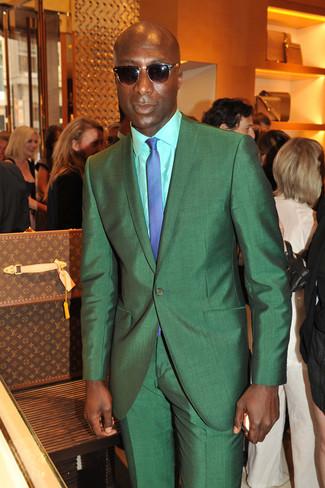 Как Dermot O'Leary носит Зеленый костюм, Мятная классическая рубашка, Синий галстук в клетку, Темно-коричневые солнцезащитные очки